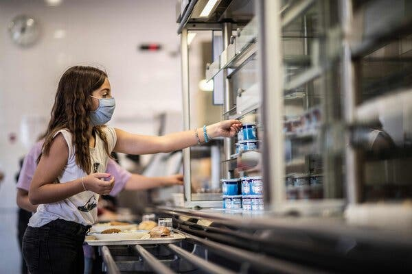School meal programs, shuttered by the pandemic, must be maintained or expanded, the World Food Program said. A pupil chose items in the self-service cafeteria at a middle school outside Paris on the first day of classes in September 2020.