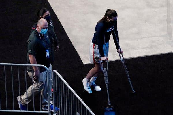 Nika Muhl was hurt during UConn's first-round win.