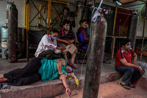 Waiting for hospital beds, Covid-19 patients received oxygen provided by a local Sikh house of worship on a sidewalk in New Delhi on Sunday.