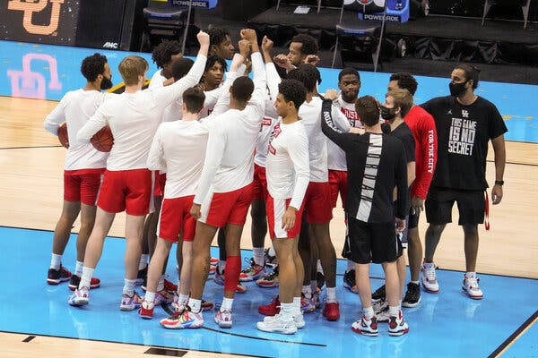 Houston shares a moment together before its Final Four game against Baylor.