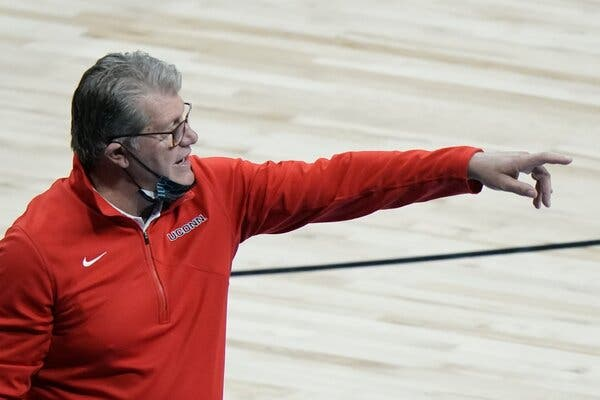 Geno Auriemma spoke with N.C.A.A. leaders this week about differences between men's and women's basketball.